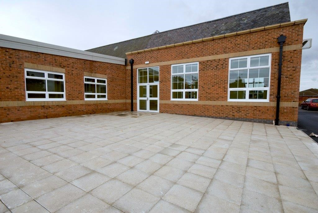 aluminium-window-and-door-in-commercial-glazing-for-school